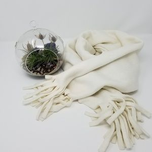 ❄☃️Old Navy white fleece scarf with fringe